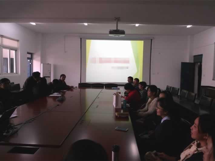 公司网络部进行网络技术培训